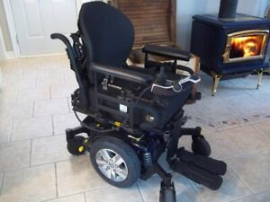 Q6 Edge® 2.0 Power Wheelchair with iLevel **DELIVERY INCLUDED*3