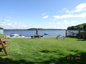 Waterfront Cottage, 3 bdr, Water & Land Trampoline, Kayaks, etc