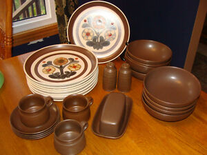 DENBY LANGLEY MAYFLOWER STONEWARE (ENGLAND) DISHES London Ontario image 1