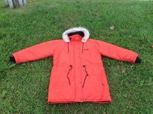 Manteau Valanga, aussi chaud qu'un Kanuk Otarie.