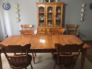 8 pce Dining Room Set
