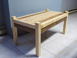 Table fait de bois de grange