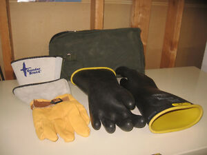 SAFETY EQUIPMENT -NEW NORTH D120 LINEMAN RUBBER & LEATHER GLOVES