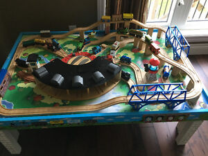 Thomas train table plus trains