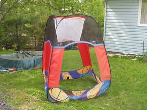Pop up play tent that can be used for shade etc.