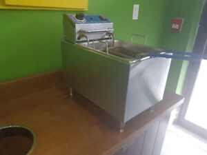 Globe PF16E Electric Countertop Fryer Pre Owned Fully Functional