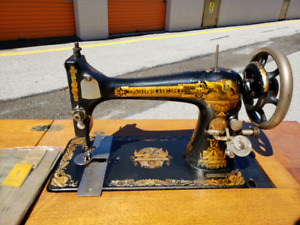 1903 Singer Sewing Machine and desk.  Great condition.
