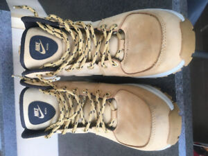 NIKE Size 7.5 Men's Boots Like Brand New