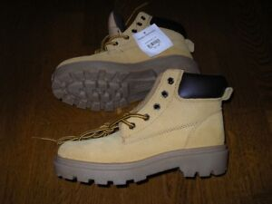 Boys shoes boots - BRAND NEW - size 2.5