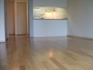 AVAILABLE NOW! CLEAN ONE BEDROOM +SOLARIUM-POOL-DOWNTOWN