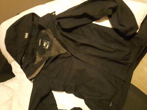 HELLY HANSEN WOMENS JACKET AND NORTH FACE WOMEN'S LARGE