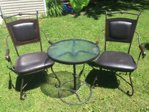 Table patio et chaises en cuir