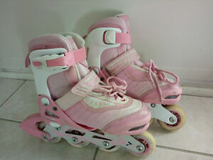 Roller skates - size 1-3 adjusted with knee, elbow and hand pads