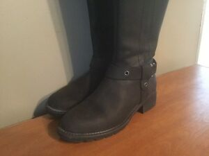 Women's Tall Leather Boots London Ontario image 2