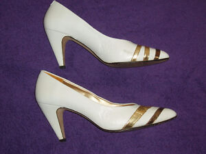 WOMAN'S DRESSY WHITE / GOLD STRIPE LEATHER SHOE West Island Greater Montréal image 1