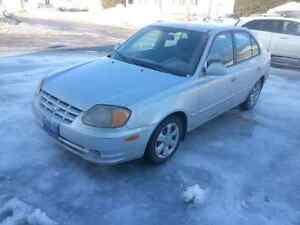 Hyundai Accent 2005 Automatique, pneus d'hiver installer .1150$