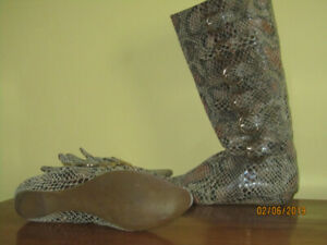 Women's snakeskin print  boots with buckles