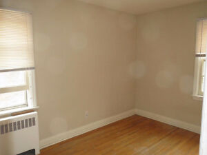 Old South Two Bedroom London Ontario image 3