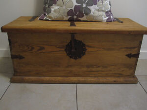 Wood Storage Chest / Bench (Pine) - like new!