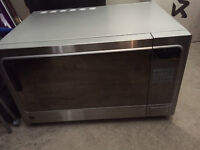 Four micro ondes / Microwave Stainless GE