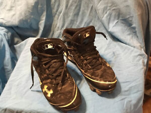 Under Armour size 9 men's baseball cleans