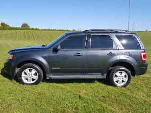 2008 Ford Escape XLT Suv •WINTER TIRES• London Ontario image 4