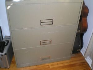Steelcase cabinet 3 drawers