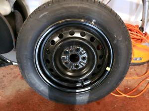 4 pneus d'été michelin sur des rims comme neuf 550$  215 60 r16