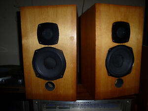 Castle Clyde Bookshelf Speakers