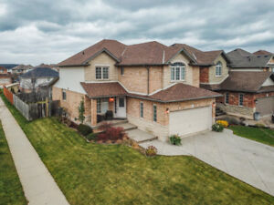 AN IMPRESSIVE, UPGRADED FAMILY HOME IN STONEY CREEK/WINONA!