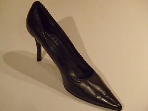 Women's Pointy toed black leather high heels size 8 1/2 M