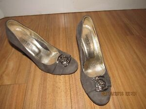 classic lady's shoes original Taryn Rose design