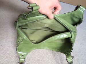 Green Purse Only Used once Kitchener / Waterloo Kitchener Area image 5