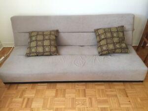 Divan lit + 2 coussins (sofa bed)