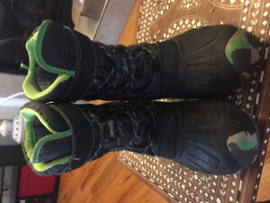 Boys winter boots size 4