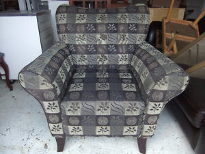 newer beautiful accent arm chair in exc cond, no rips or tears,