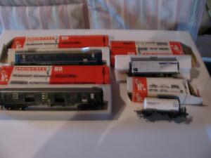 Model train HO rolling stock four cars