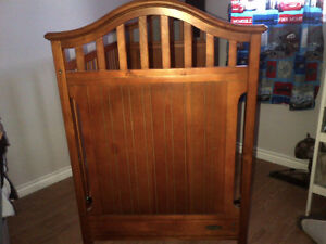 Graco 3-in-1 Crib (Crib, Daybed, full single) and Dresser Set Cambridge Kitchener Area image 2