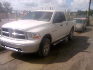 2009 Ram 1500 4x4 Hemi. Sell or trade.