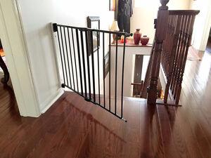 Munchkin Push to Close Extending Safety Gate