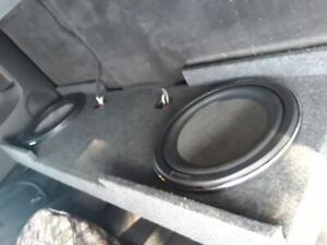 2 12in subwoofers in box made for trucks