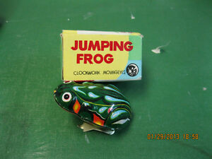 VINTAGE    JUMPING  FROG   NEW