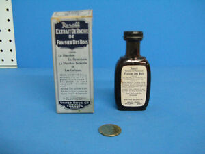 Antique medicine bottle, bouteille medicinale antique.