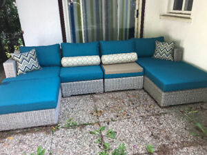 Outdoor patio couch ALMOST NEW
