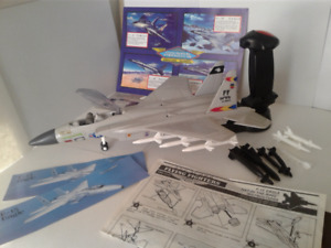 Flying Fighters F- 15 Eagle by Hasbro VTG 1989