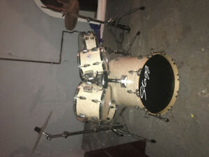 5 pc full size  Stagg drum set