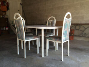 Table and chairs Cambridge Kitchener Area image 1