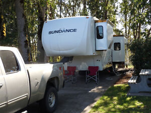 "2007 Sundance 5th Wheel, (3200ES) 33' 11"" with three pull-outs."