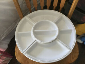 Entertaining tray with removable bowls