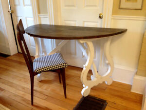 Beautiful Swedish Style Solid Wood Entry Table/Desk